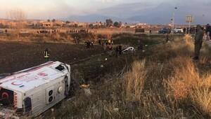 Ambulansla otomobil çarpıştı: 5 ölü, 2 yaralı