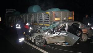 TIRa çarpan otomobilde 1 ölü, 1 yaralı