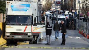 İstanbul Emniyet Müdürlüğünün girişinde silah sesleri