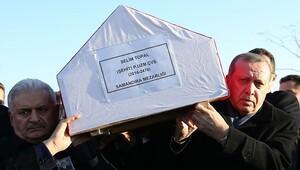 Şehidin cenazesini birlikte omuzladılar