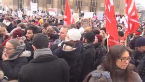 Pariste Trump karşıtı kadın yürüyüşü düzenlendi