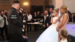 Ablasının düğününde söylediği şarkı 100 bine dayandı