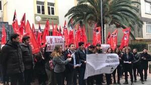 Kadıköy İlçe Milli Eğitim Müdürlüğü önünde karneli eylem