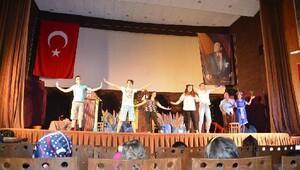 Çocuklar 'Barış Gezegeni' oyunuyla eğlendi