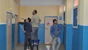 Okul duvarlarını pırıl pırıl yaptılar