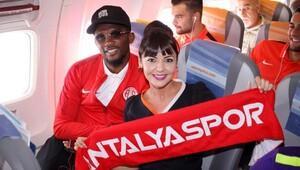 Antalyaspor fanatiği hostes