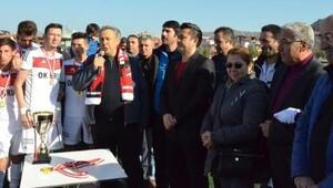 Dikili Belediyespor namağlup şampiyon