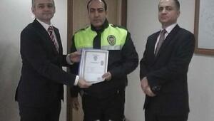 Kaymakam Güvenden Polis Şimşeke başarı belgesi
