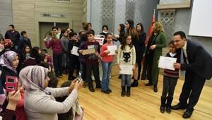 Bornova'da 400 öğrenciye daha İngilizce belgesi