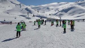 Ortaokul ve lise öğrencilerine ücretsiz kayak kursu