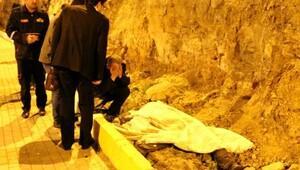 Zincirleme kazada kaldırımda yürüyen polis öldü, 2 yaralı