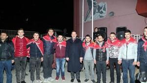 Başkan Tok, kınalı kuzuları askere uğurladı