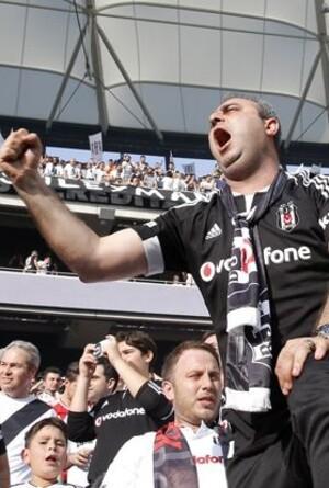 Beşiktaş taraftarı biletleri tüketti!