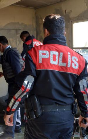 Polisten dizi setine baskın