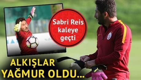 Sabri Sarıoğlu kaleye geçti! Takım arkadaşları coştu...