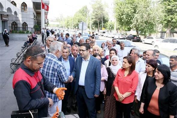Sur'u ziyaret eden HDP'lilere tepki