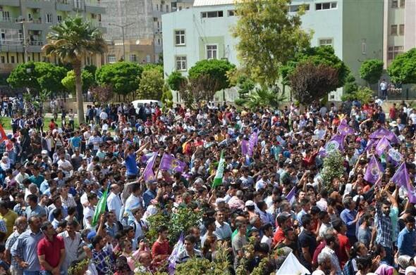 Mardin'de bayrak krizi: HDP mitingine müdahale