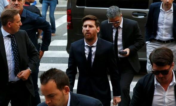 Messi hakim karşısında! İşte tarihi anlar