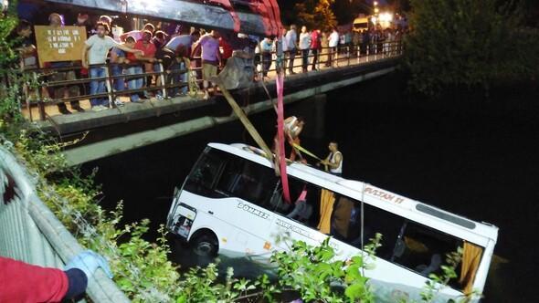 Öğrenci otobüsü sulama kanalına devrildi: 14 kişi öldü