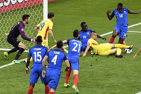 Fransa-Romanya maçından müthiş kareler