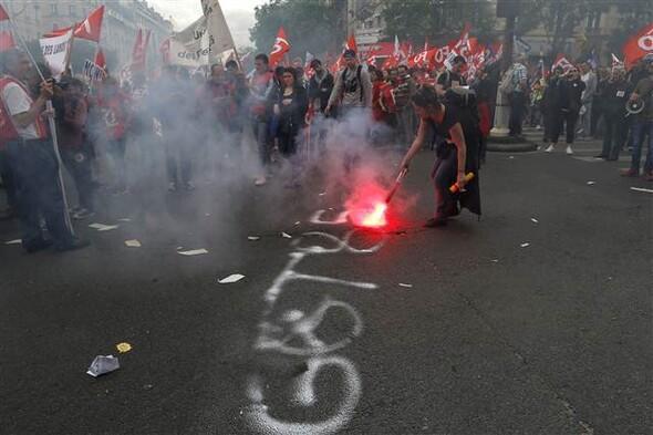 Paris'te eylemcilere sert müdahale