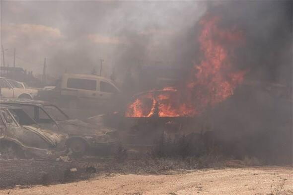 Otoparkta çıkan yangından 70'e yakın araç kül oldu