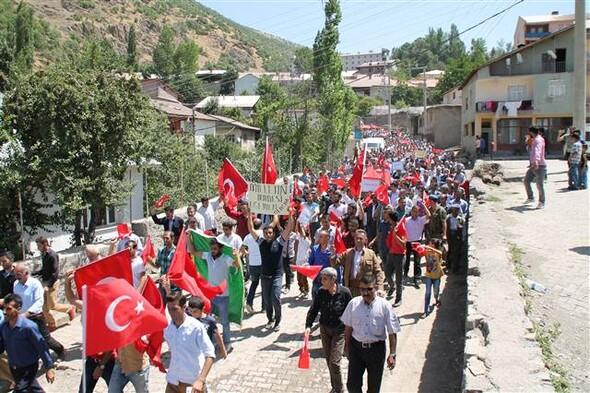 Jirki üyesi 5 bin kişi sokağa indi