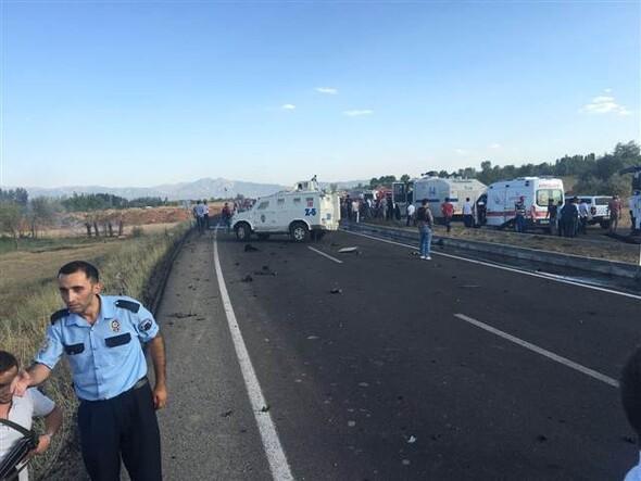 Bingöl'de bombalı saldırıda 5 polis şehit oldu