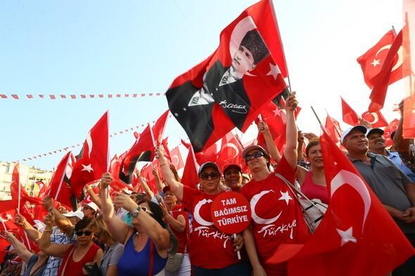 CHP İzmir'de Demokrasi ve Cumhuriyet Mitingi düzenledi
