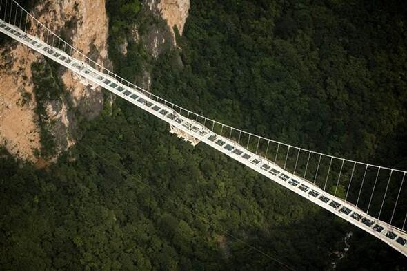 Bu köprüden geçmek yürek istiyor