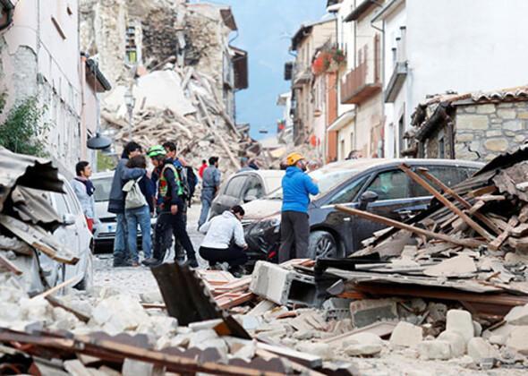 İtalya'da deprem! Korkutan görüntüler geliyor