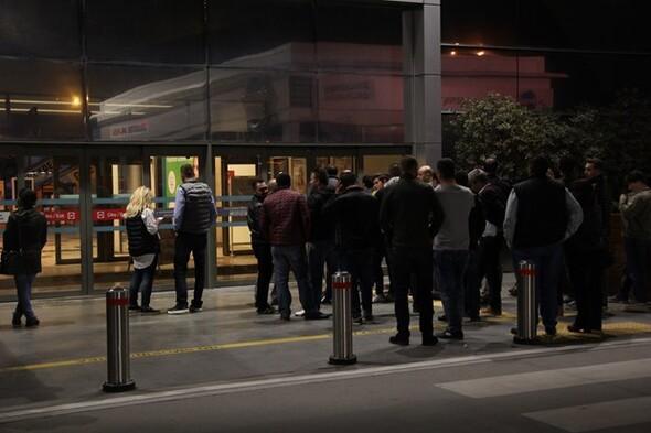 iPhone 7 için geceden kuyruğa girdiler!