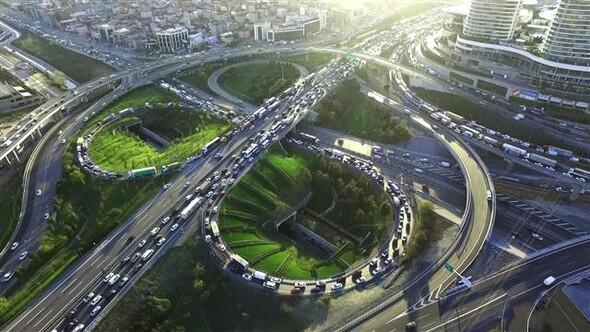 Mahmutbey kavşağında trafik yoğunluğu sürüyor