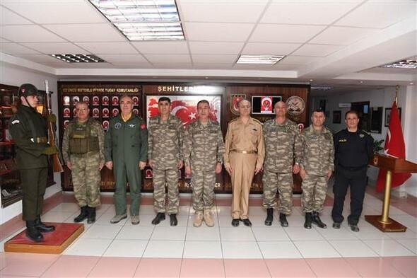 Genelkurmay Başkanı Orgeneral Akar sınır birliklerini denetledi