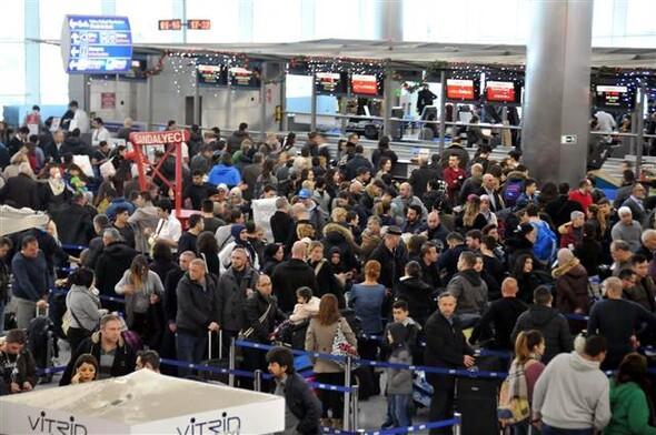 Feltorlódás az isztambuli reptére - Forrás: Hürriyet