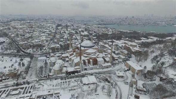 Isztambul (AyaSofya) a hóban - Forrás: Hürriyet