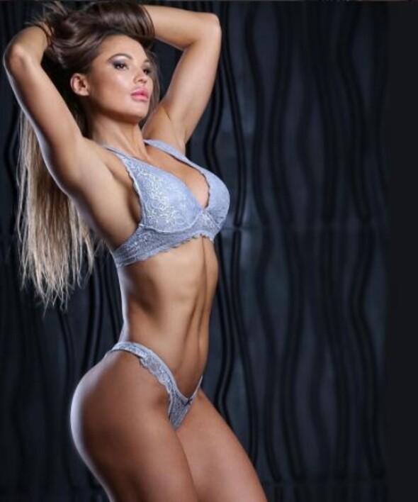 Çılgın fitness modeli Julia Gilas sosyal medyayı sallıyor