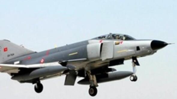Düşürülen Türk RF-4E keşif uçağı tek uçuyordu