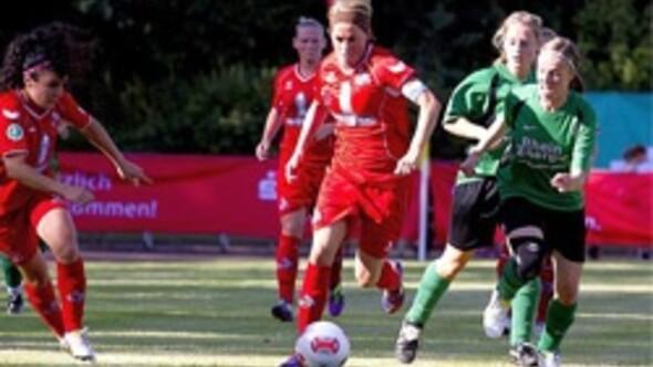 Bilgin Defterlinin takımı Köln namağlup lider