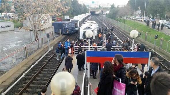İzmirde metro kazası: 10 yaralı