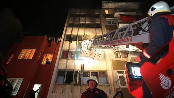 Fatihte pansiyonda yangın: 5i ağır 10 yaralı