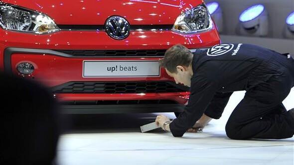 Volkswagen'e Cenevre'de komedyen protestosu