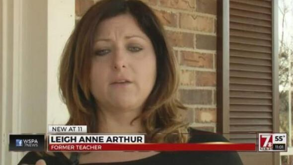 Öğretmeninin çıplak fotoğraflarını telefonundan çaldı