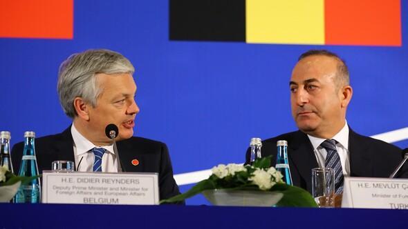 Mevlüt Çavuşoğlu, Belçikalı bakanı yüzüne karşı eleştirdi