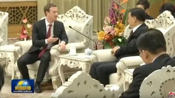 Facebookun kurucusu Zuckerbergin Çin gezisi alay konusu oldu