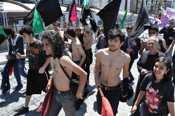İzmir'de çıplak 1 Mayıs eylemi