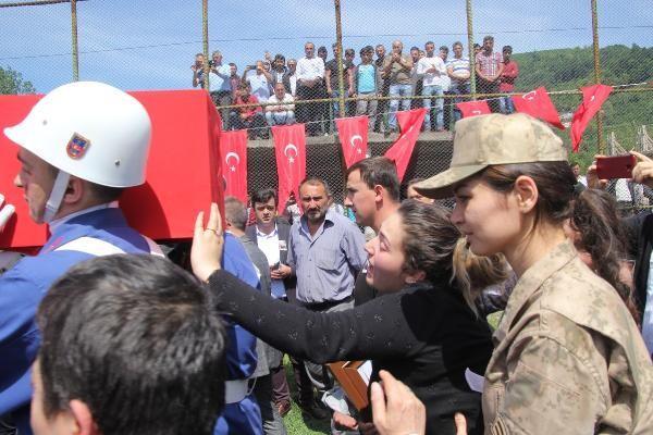Şehit Uzman Çavuş Volkan Demirci'yi 10 bin kişi uğurladı
