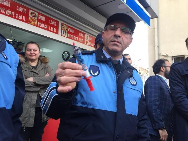 Okul yakınındaki bakkalda satılan 'şırınga çikolatalar' toplatıldı