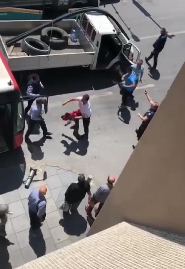 İzmir'de yol kavgasında otobüs şoförünü dövdüler