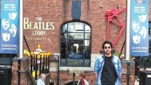 Cavern Club'da Beatles şarkıları söyledim, grubun 75'lik hayranlarıyla karşılaştım